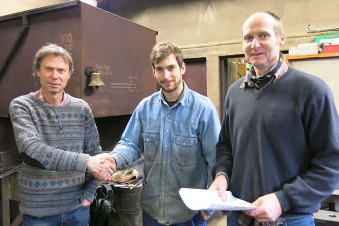 Nemda gratulerer Olav med bestått svenneprøve i smedfaget