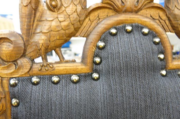 Detaljer-fra-stiftet-stolrygg