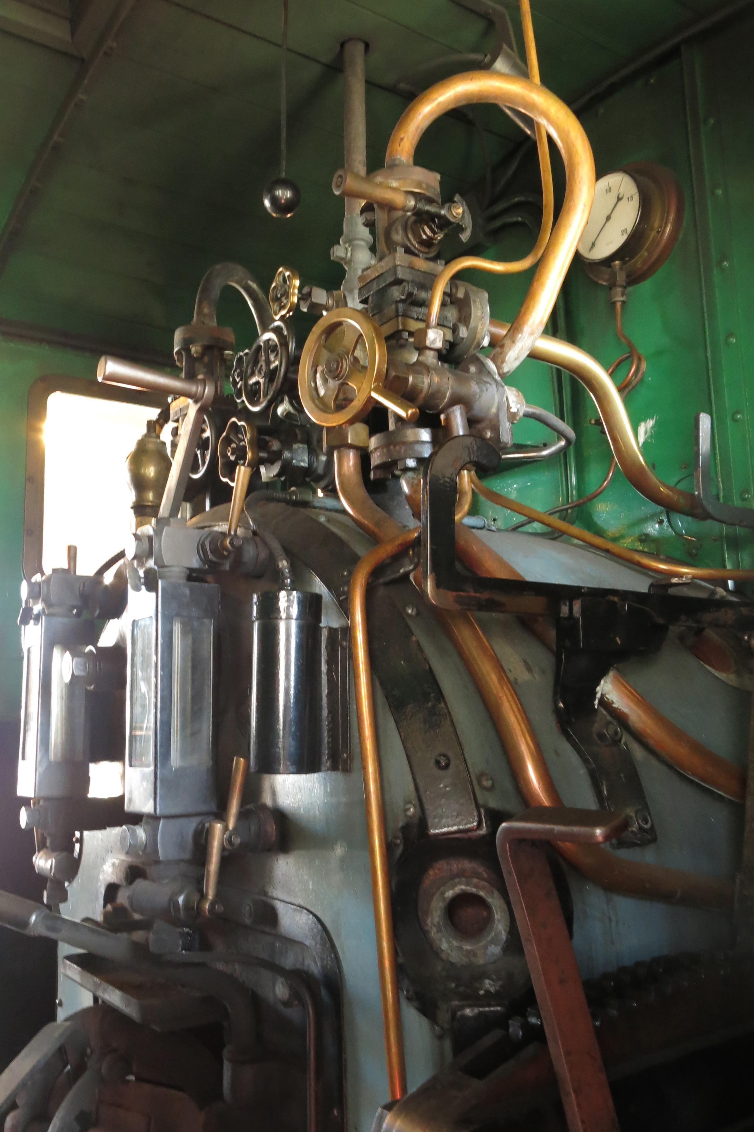 Maskineriet i førerhuset på damplokomotivet Høland