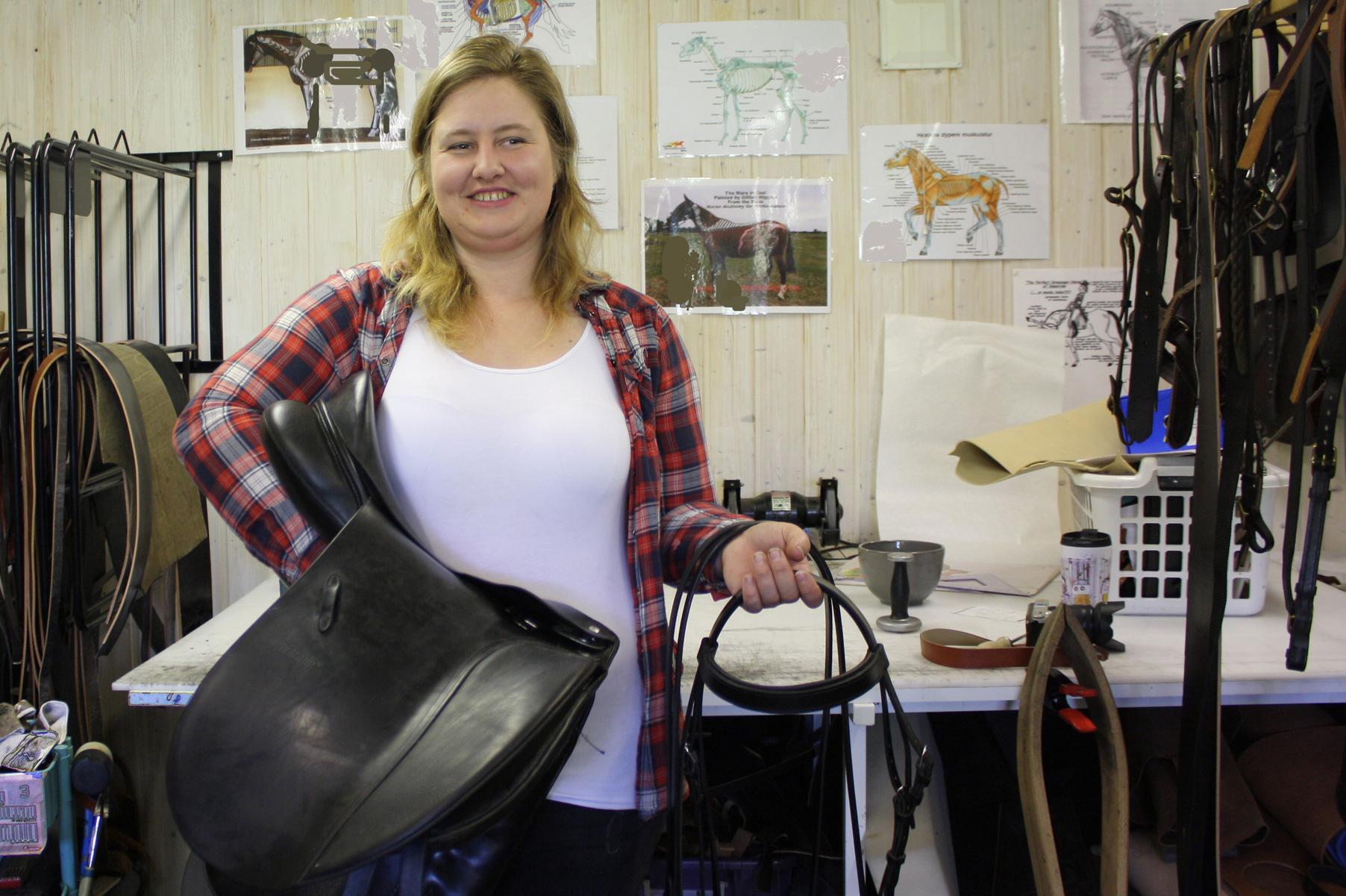Karina-med-svennestykke-sal-til-hest