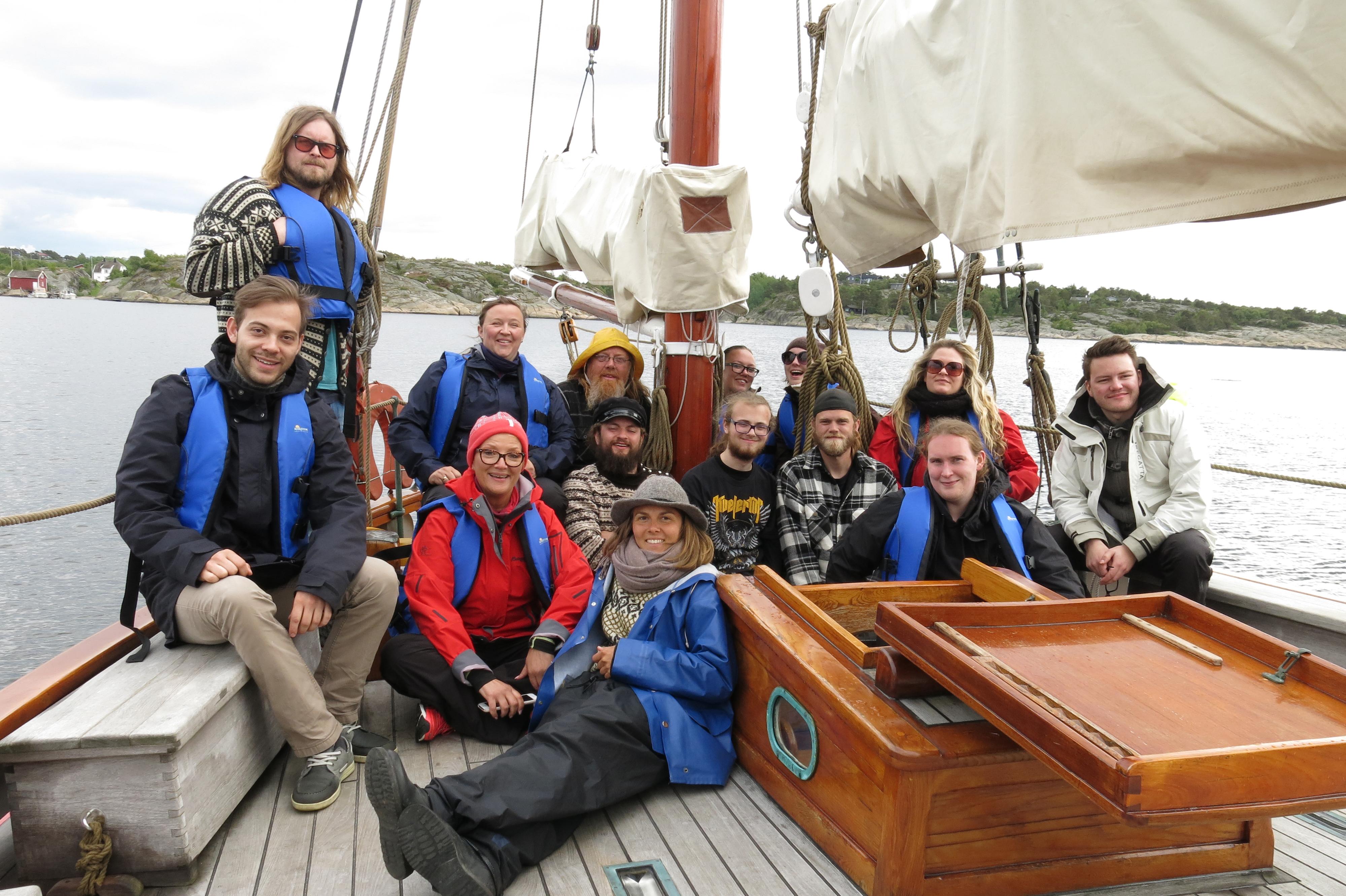 Kulturringens lærlingforum på besøk hos Maritime Center Fredrikstad som også stilte skute og skipper for anledningen
