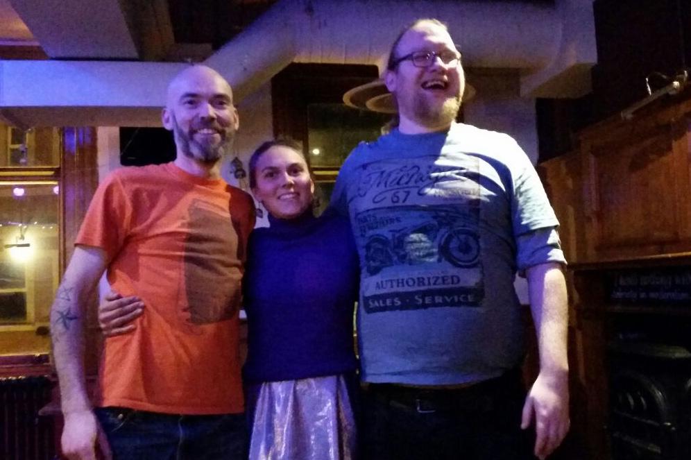 Starter med et stemningsbilde fra helgen! Phil (til venstre) fylte 40, så det var fest!