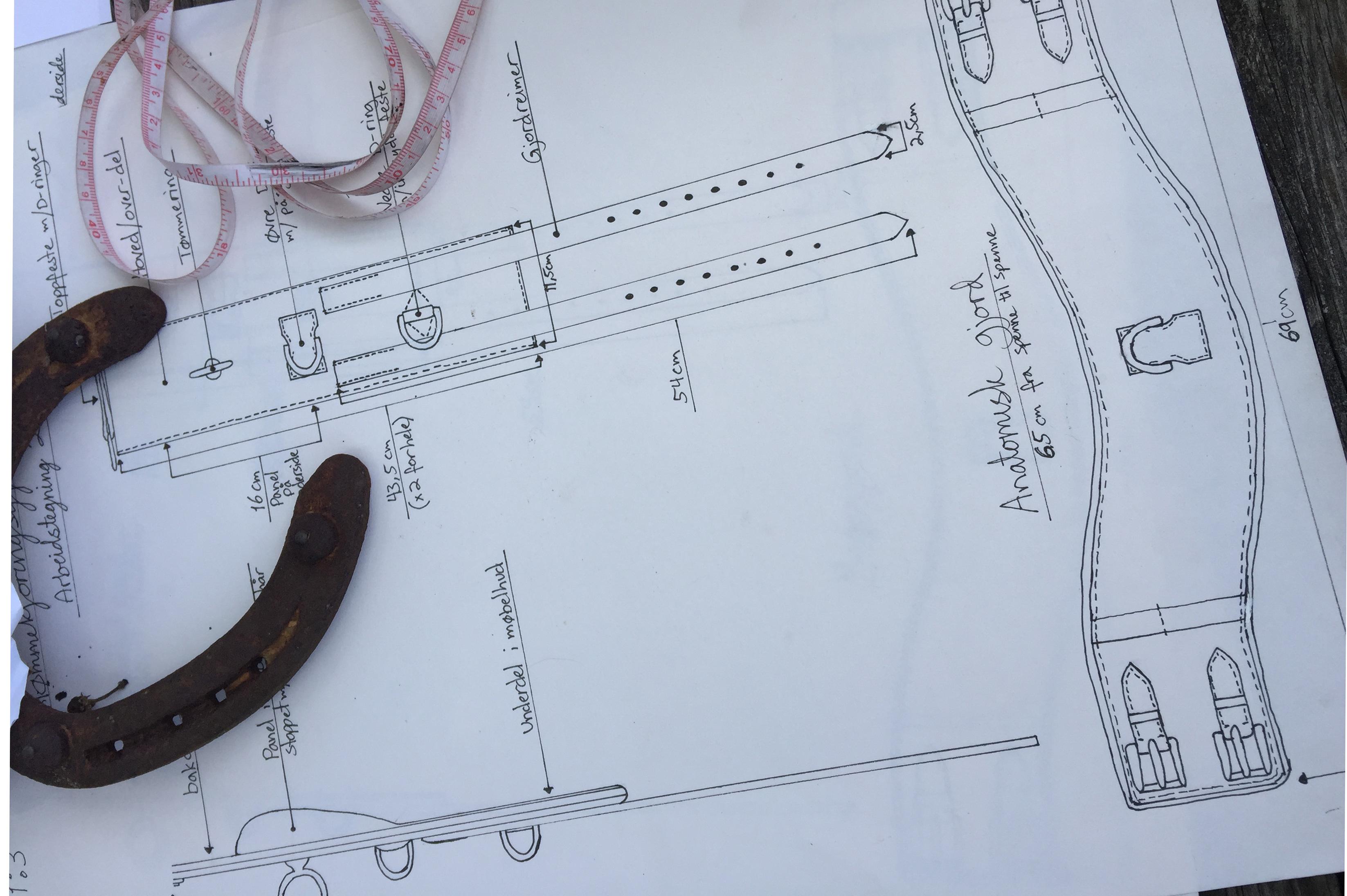 Svenneprøven i salmakerfaget er omfattende. Den starter med en planleggingsdel, der arbeidet skal tegnes med alle detaljer. Målene på arbeidstegningen skal stemme med det ferdige produktet og hestens anatomi og mål.