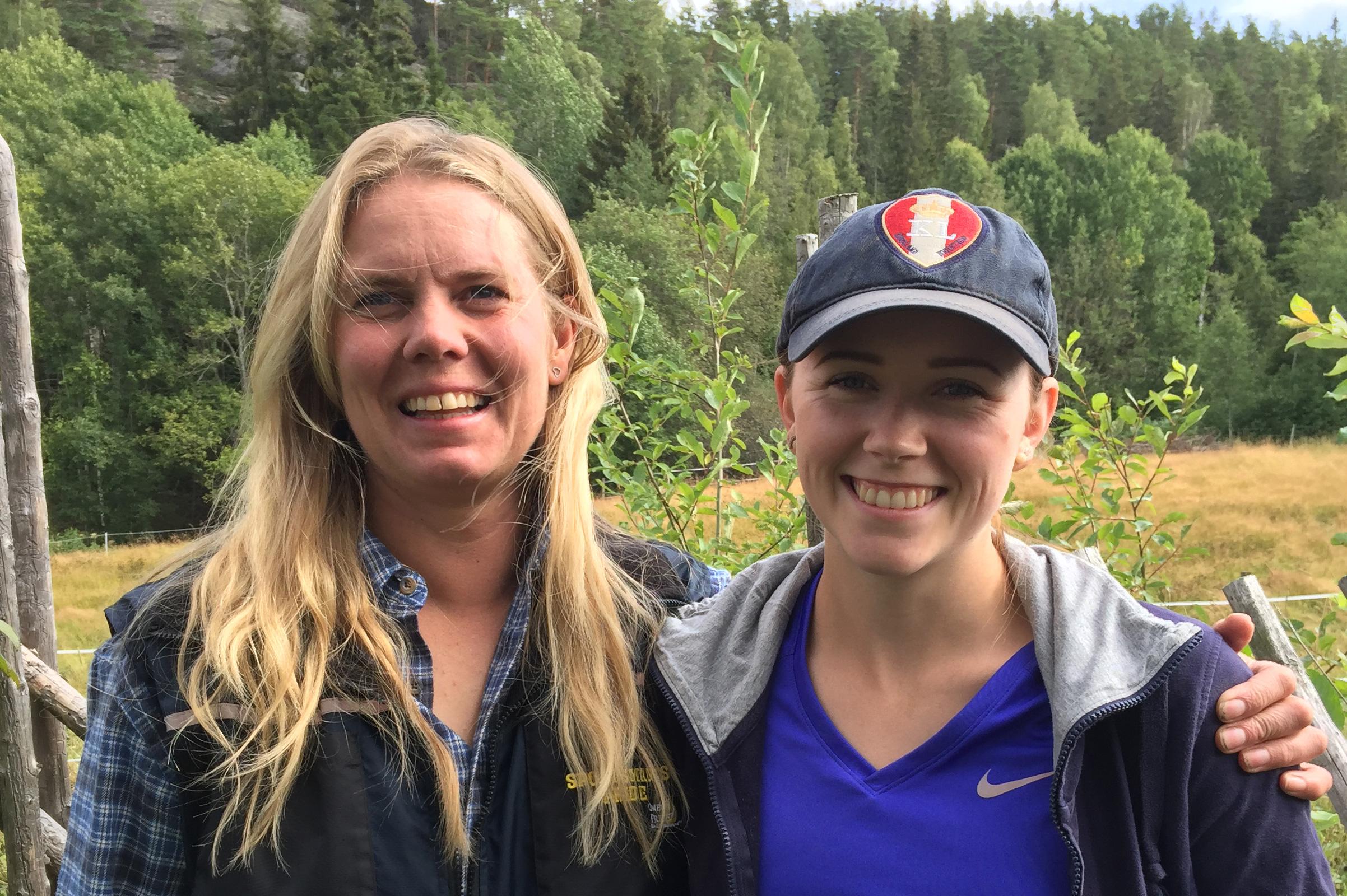 Lykkelig er mester Jeanette Øyan i Salmakeriet og ny svenn Katrine Lofgren Sagstuen som allerede har startet sin yrkeskarriere med egen salmakerbedrift KLS.